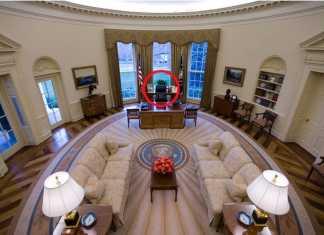 Donald Trump's Oval Office Desk